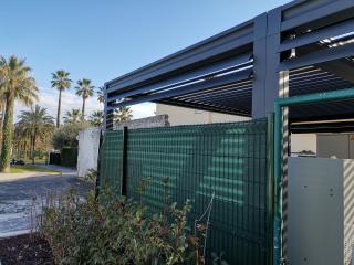 pergolas bioclimatique avec brise soleil vertical intégrés