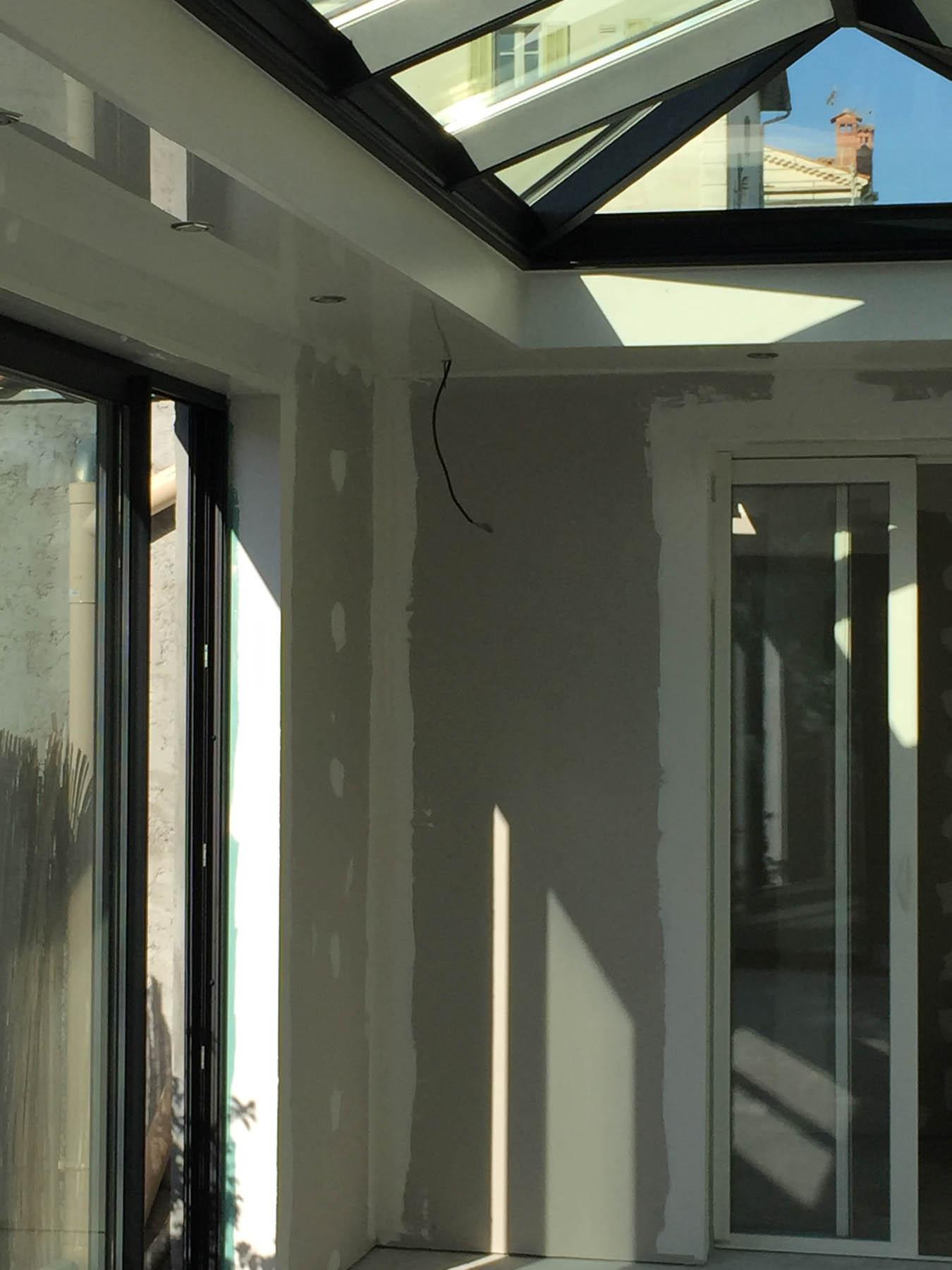 V randa 4 pentes avec faux plafond installateur v randa for Double faux plafond